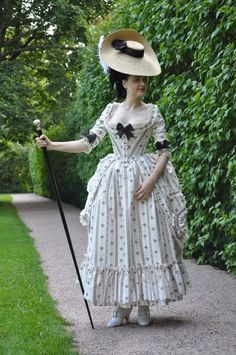 Completely historical reproduction gown....made down to the very shoes!