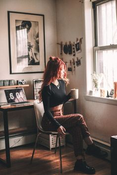 One set of moments in her favorite corner. Before Lua moved to new place. Grunge Outfits, Edgy Outfits, Grunge Fashion, Look Fashion, 90s Fashion, Winter Outfits, Cute Outfits, Fashion Outfits, Womens Fashion