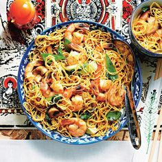 This popular noodle dish mixes shrimp with fresh veggies to make a quick dinner that's almost as easy as takeout. The terms for frozen shrimp sizes, such as jumbo or large, aren't standardized, so focus on the number of shrimp in each bag (here, 21 to 24 Noodle Recipes, Fish Recipes, Seafood Recipes, Asian Recipes, Dinner Recipes, Cooking Recipes, Oriental Recipes, Beef Recipes, Recipies
