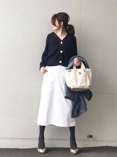 nakkoo555|ユニクロのスカートを使ったコーディネート - WEAR All Fashion, Hijab Fashion, Korean Fashion, Fashion Beauty, Fashion Outfits, Womens Fashion, Fashion Trends, Winter Outfits, Summer Outfits