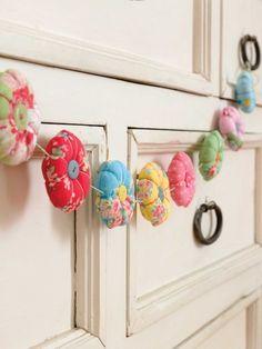 Makethe stuffed patchwork flowers for this beautiful garland | InterweaveStore.com