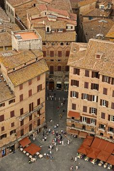 Piazza del Campo...Siena (I used to live on an alley down the street)