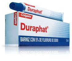 Duraphat, PA: Fluror de sodi. Estimula la remineralización del esmalte descalcificado interfiriendo en el crecimiento y desarrollo de bacterias de la placa dental.