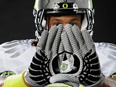 How Nike's Visual Tricks Made the Oregon Ducks Look Fast (Despite Defeat) - Daily Sports News & Live Stream Fotball Channel Sports Uniforms, Football Uniforms, Team Uniforms, Football Helmets, Football Gloves, Sports Teams, College Football Teams, Oregon Ducks Football, Football Baby