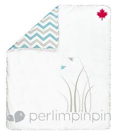 This reversible duvet cover (63$) by Perlimpinpin is  very practical to change the look of baby's room  // Cette housse de couette réversible (63$) de Perlimpinpin est très pratique pour changer l'ambiance de la chambre de bébé.