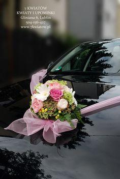 dekoracja samochodu na ślub. Kula z hortensji, gerberów, goździków i róż