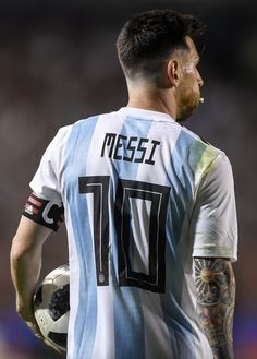 Lionel Messi Photos - Lionel Messi of Argentina holds the ball during an international friendly match between Argentina and Haiti at Alberto J. Armando Stadium on May 29, 2018 in Buenos Aires, Argentina. - Argentina Vs. Haiti - International Friendly