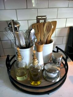 Save valuable kitchen space by organizing the kitchen counter. You just ne … Save valuable kitchen space by organizing the kitchen counter. Small Kitchen Organization, Diy Organization, Diy Storage, Creative Storage, Kitchen Utensil Storage, Small Storage, Organizing Tips, Small Apartment Organization, Small Apartment Hacks
