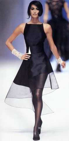 Yasmeen Ghauri in Claude Montana for Lanvin Haute Couture Look Fashion, Runway Fashion, High Fashion, Womens Fashion, Fashion Design, Fashion Black, Gothic Fashion, Beaded Prom Dress, Backless Prom Dresses