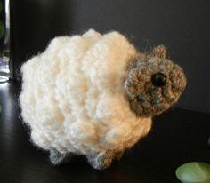 Crochet Pattern: Amigurumi Sheep Little Sheepy Who von Yarnington