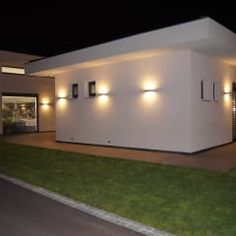 Idee Design Licht Gmbh l esterno di una casa illuminato con led a pavimento e in