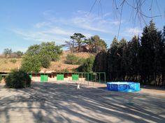 Plaza de cheniles con piscina para verano, para los que les guste el agua.