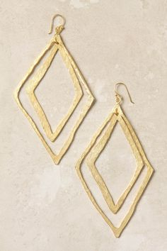 DIY Jewelry Idea This could be done with thick gauge silver wire and hammer it out. Or rhombus spiral...