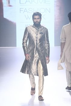 Raghavendra Rathore. LFW S/S 15'. Indian Couture.