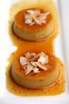 Coconut flan with orange caramel - Laylita's Recipes Gourmet Recipes, Mexican Food Recipes, Sweet Recipes, Dessert Recipes, Cooking Recipes, Bolo Flan, Flan Cake, Coconut Flan, Coconut Recipes