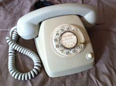 Teléfono español Heraldo de sobremesa gris, de los años 70 El primer que vàrem tenir a casa..