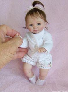 OOAK Arcilla Polimérica Baby, mano tallada, Arte, Muñeca Mini Baby Girl Lauren Fe