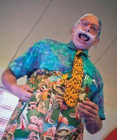 """Dicta sus siete claves para ser feliz. Patch Adams ofreció en la Universidad Anáhuac su ponencia """"The joy of caring"""", ante estudiantes.  www.farmaciafrancesa.com"""