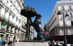 Statue Of Liberty, Html, Madrid, Blog, Travel, 12th Century, Coat Of Arms, Statues, History