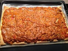 Das perfekte Blätterteig mit Hackfleisch und Paprika-Rezept mit einfacher Schritt-für-Schritt-Anleitung: Die Zwiebeln würfeln, den Knoblauch fein hacken…