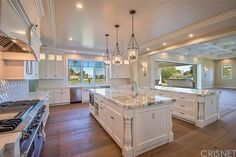 How about Kylie Jenner's open floor plan double island kitchen design? Coastal V… - Luxury Kitchen Remodel Kylie Jenner Haus, Photos Kylie Jenner, Kylie Jenner New House, Luxury Kitchen Design, Luxury Kitchens, Cool Kitchens, Tuscan Kitchens, Dream Kitchens, Celebrity Kitchens