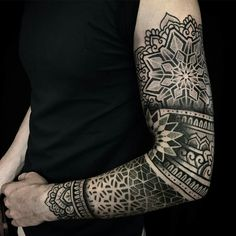 Tattoo done by: Caco Menegaz #mandala #mandalas #mandalatattoo