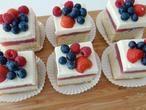 Deze gebakjes zijn fris en lekker! Kijk op onze blog voor het recept! Pandan Cake, Catering, Cooking Recipes, Sugar, Cookies, Desserts, Blog, Crack Crackers, Tailgate Desserts