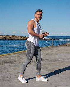 Fitness Man, Fitness Models, Mens Compression Pants, Gym Outfit Men, Lycra Men, Light Blue Jeans, Gym Style, Tights Outfit, Sporty Look