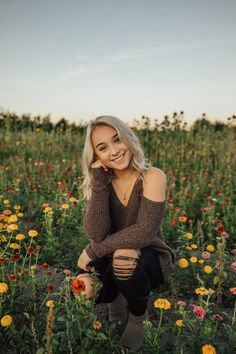 Senior Girls — life n lightYou can find Senior pics and more on our website.Senior Girls — life n light Senior Picture Poses, Summer Senior Pictures, Senior Photo Outfits, Poses Photo, Senior Photos Girls, Senior Girl Poses, Senior Girls, Senior Portraits Girl, Senior Posing