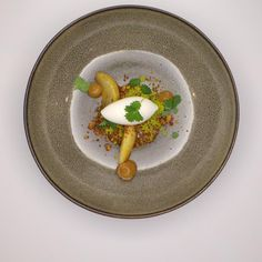 pear/buttermilk/caramel | Benoit & Bernard De Witte | Benoit & Bernard De Witte. Archiving Food Photography | Gastronomy