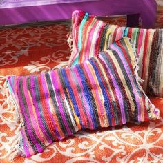 Sewing Cushions no sew rag rug pillows, crafts, living room ideas, reupholster - Turn dollar store rugs into colorful additions to your patio without a single stitch! Patio Pillows, Boho Pillows, Diy Pillows, Floor Pillows, Throw Pillows, Couch Pillows, Carpet Samples, Fabric Rug, Sewing Pillows