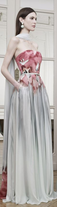 dress for women Elie Saab, Runway Fashion, Fashion Beauty, Gris Rose, Mode Inspiration, Couture Dresses, Beautiful Gowns, Dress Me Up, Dream Dress