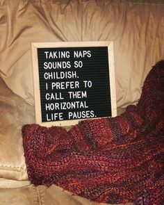 If I could horizontal life pause everyday, I would. #allthenaps #napsfordays #letterboard #letterboardquotes #thestyledboard #feltbo…