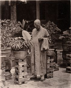 19th century China -plant stands  / Photographer John Thomson