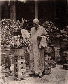 19th century China -plant stands  / Photographer John Thomson