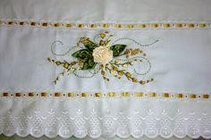 Guardanapo Bordado Em Fita Artesanato Ribbon Work, Silk Ribbon, Types Of Embroidery, Boho Look, Embellishments, To My Daughter, Art Pieces, Creative, Silk Ribbon Embroidery