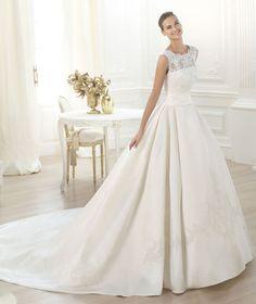Pronovias presents the Laudin bridal dress. Collection 2015 COSTURA | Pronovias