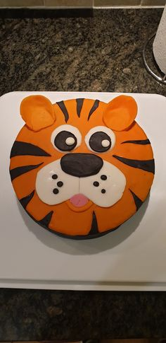 Birthday Cakes, Birthday Ideas, Birthday Parties, Tiger Cake, Cake Ideas, Cake Decorating, Easy Diy, Party Ideas, Cheese