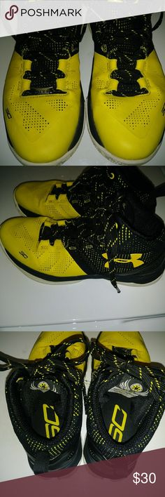 8b2faa8c77f9cc STEPH CURRY BASKETBALL SHOES SIZE 5.5 (BIG BOYS) Steph curry (Under armour)