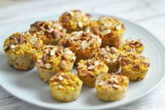Havregrødsmuffins med æble og gulerod - en perfekt snack til madpakken Cupcake Recipes, Baby Food Recipes, Snack Recipes, Dessert Recipes, Healthy Cake, Healthy Snacks, Healthy Recipes, Food To Go, Food And Drink