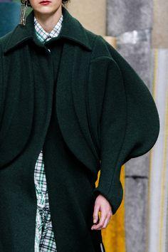 Malone at London Fashion Week Fall 2018 Richard Malone at London Fall 2018 (Details)Richard Malone at London Fall 2018 (Details) Avangard Fashion, Fashion Details, Runway Fashion, High Fashion, Fashion Show, Fashion Outfits, Womens Fashion, Fashion Design, Fashion Trends