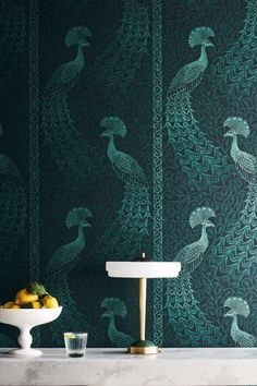 Pavo Parade is an opulent host of metallic-toned peacocks. Their subtly ombréd trailing tails pay homage to a technique pioneered by Cole & Son, whilst the subtle framing of the design creates a panel-like effect emphasizing the birds' grandeur. Marimekko Wallpaper, Peacock Wallpaper, Art Deco Wallpaper, Bird Wallpaper, Green Wallpaper, Home Wallpaper, Designer Wallpaper, Pattern Wallpaper, Wallpaper Roll