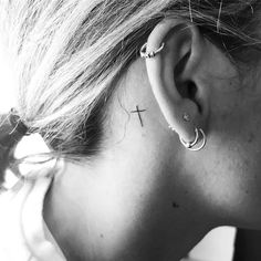 Small Cross Tattoos, Cross Tattoos For Women, Meaningful Tattoos For Women, Sexy Tattoos For Girls, Tattoos For Women Small, Small Tattoos, Piercing Tattoo, Mädchen Tattoo, Tattoo Blog