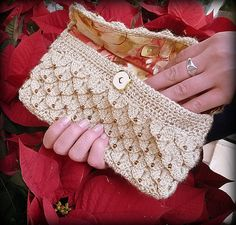 crocodile clutch, just made something like this just to try that stitch (not as beautiful though ;)