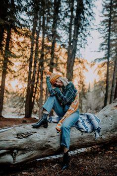 Mountain Life - Verena H - Mountain Life Mountain Life - Styled Avenue - Hiking Photography, Portrait Photography Poses, Mountain Photography, Lifestyle Photography, Pic Pose, Picture Poses, Photo Poses, Kreative Portraits, Photographie Portrait Inspiration