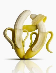 Banana health facts go far beyond the fact that bananas are high in potassium. Learn more facts about bananas and try the recipe for a strawberry-banana smoothie here. Health Facts, Health Tips, Fruit Jaune, Banana Face Mask, Banana Art, Foto Fun, Flavored Oils, Food Facts, Eat Smarter