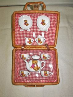 11 Pc. Vintage Childs  Wicker Cloth Lined Picnic Basket  w/ Bear Tea Set #Unknown