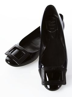 Vivier shoes with buckle. For classic winter the buckle should tone with the colour of the shoe.