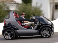 I want one with a larger windscreen! Smart Auto, Smart Crossblade, Smart Fortwo, Smart Roadster, Smart Car Body Kits, Small Electric Cars, Tricycle Bike, Cool Vans, Weird Cars