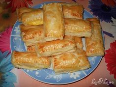 Pastry And Bakery, Hot Dog Buns, French Toast, Deserts, Food And Drink, Dessert Recipes, Dairy, Appetizers, Bread